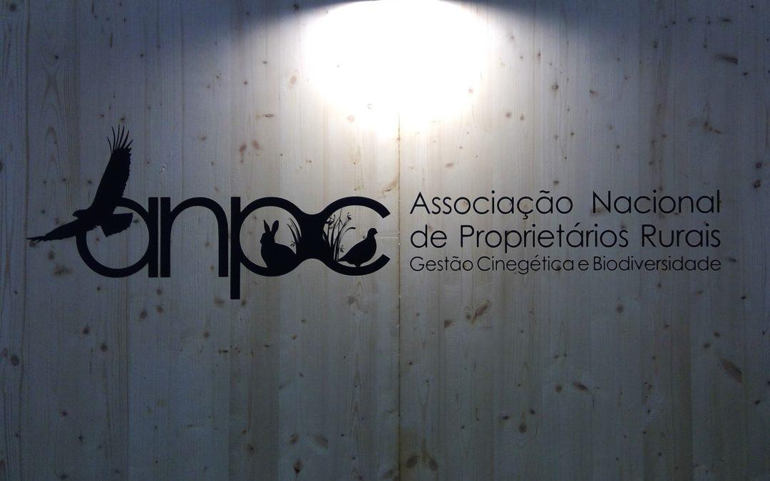 DEPUTADO DO PS E DEPUTADO DO PCP VISITAM STAND DA ANPC NA FEIRA DE CAÇA DE MÉRTOLA